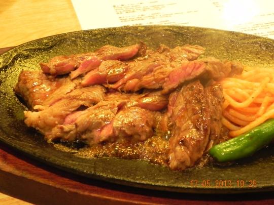 super-value Japanese beef (国产牛) teishoku (set) at 900yen