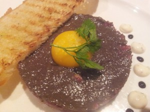 beef tartar with crispy toast