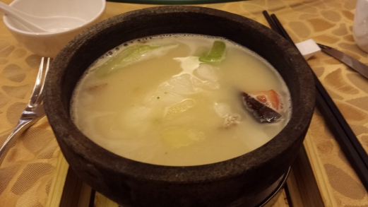 garoupa fillet with beer in hot stone pot