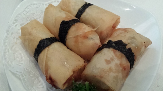 deep-fried mango spring rolls