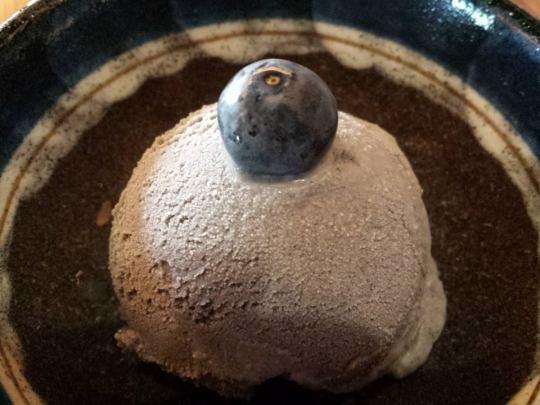 kuro goma ice-cream