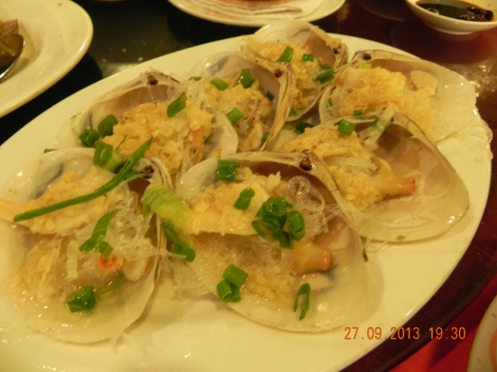 garlic steamed venus clams with tanhoon 蒜茸贵妃蚌