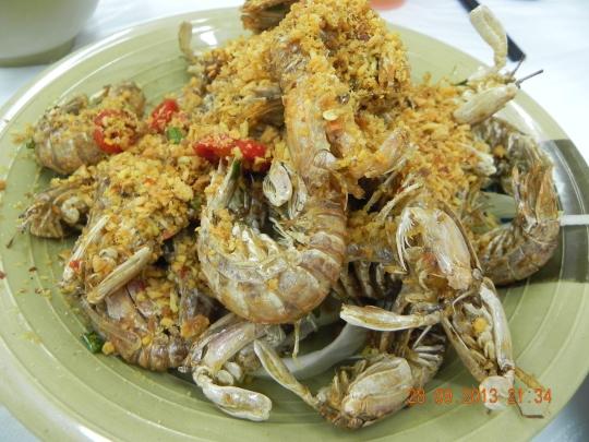 small mantis prawns in salt & pepper 椒盐濑尿虾