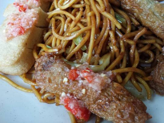 tauyou fried noodles, ngoh hiam & fish cake
