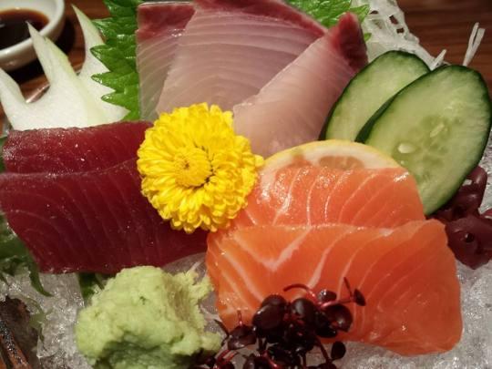 sashimi =maguro, kampachi, sake