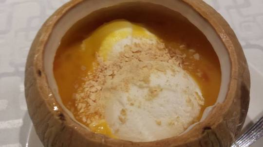 雪中情怀mango pomelo dessert with 2 scoops ice cream S$8