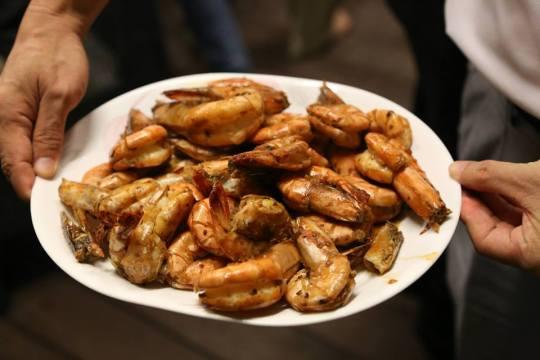 high heat dry wok garlic prawns