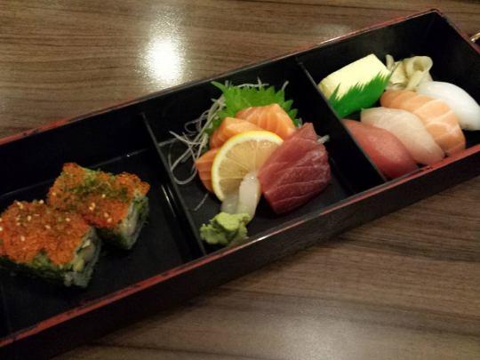 bento (sashimi, sushi, maki)