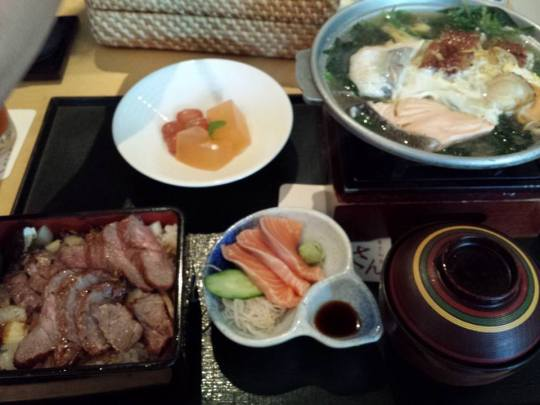 beef don with kaisen (seafood) hotplate set