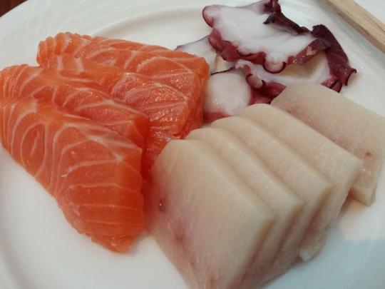 sashimi (kajiki, sake, tako)