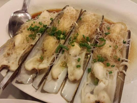 garlic steamed razor clams with tanhoon