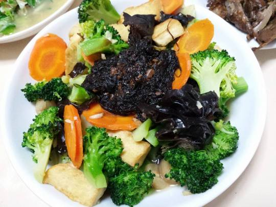 broccoli with fa cai (moss)
