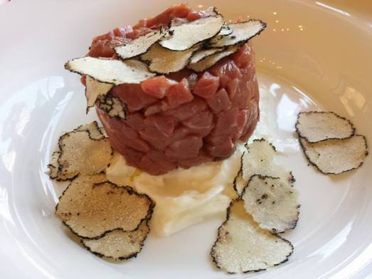 beef tartar with burrata & truffle - 15euros