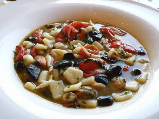 very good catavelli with octopus, clams & muscles, excellent seafood broth - 16euros