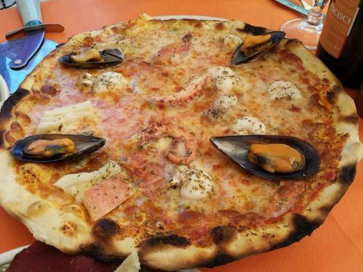 pizza frutti di mare (fruits of the sea)