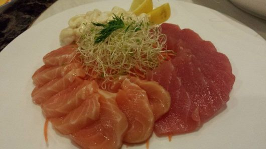 salmon & maguro sashimi & mayo prawns