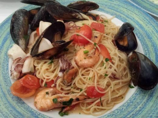 seafood spaghetti in tomato sauce