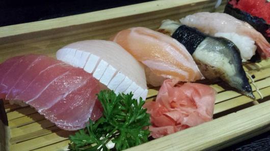 S$17 sashimi & sushi set