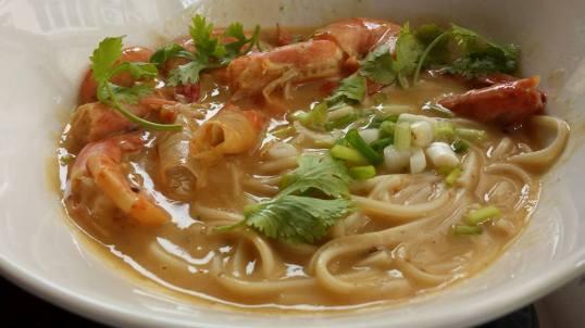 braised prawn noodles (黄焖虾面)