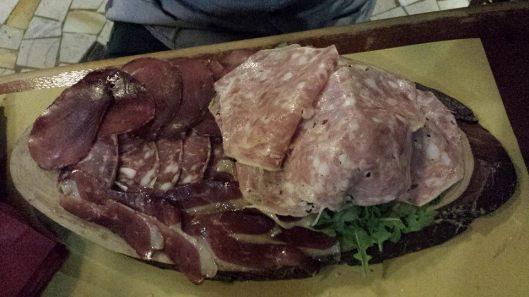 €9 mixed cold meats (goose, wild boar, deer, beef)