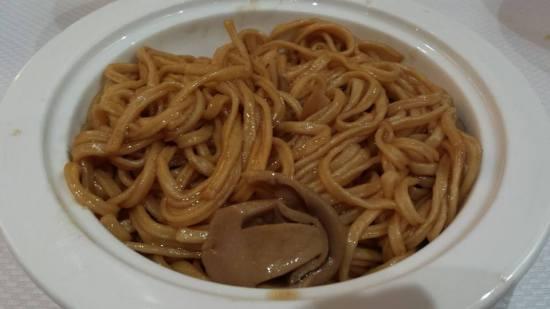 braised yee meen noodles