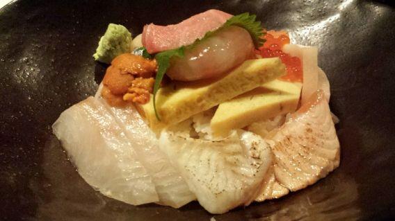 chirashi don - 2 toro, 2 hotate, 2 shake, 2 kajiki. 2 hirame, 2 kampachi, 2 tamago, uni, botan ebi, ikura
