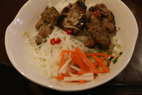 vietnamese chargrilled pork neck with cold beehoon (assembled)