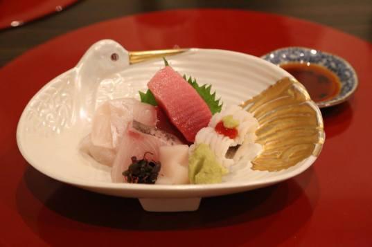 sashimi moriawase = maguro, hirame, hamachi, hotate, anago