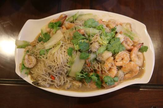 crabless beehoon (with prawns & oysters)