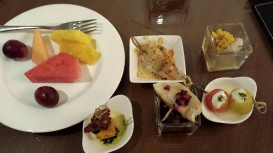 (5)dinner time at club lounge 5.30pm