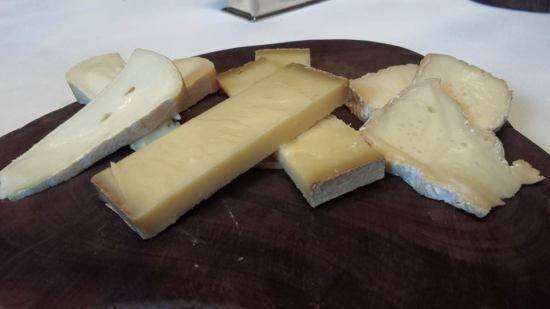 #4 cheese platter - reblochon, comte & camembert (all 3 cheese were good, i like comte best, very tasty)