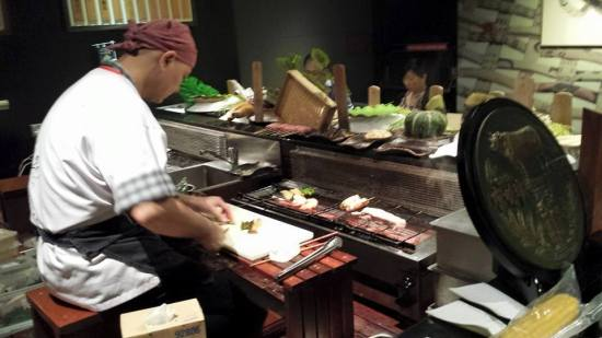 robatayaki chef doing bbq