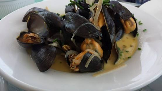 £6.95 white wine mussels