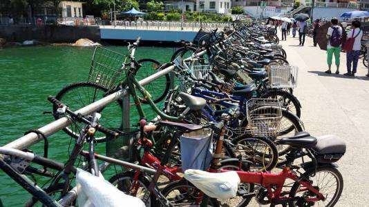 bicycles at jetty yung shue wan 榕树湾 lama island 南丫岛