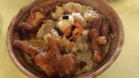 claypot chicken feet pork rib rice HK$26.80