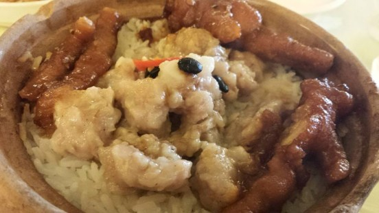 claypot chicken feet pork rib rice HK$26.80