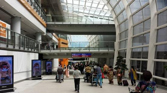 hong kong airport terminal towards bus bay
