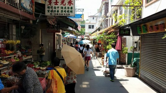 streets at yung shue wan village 榕树湾 lama island 南丫岛