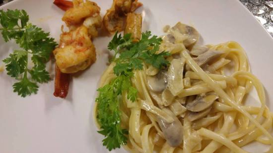 pan-fried prawns served with fungi linguine