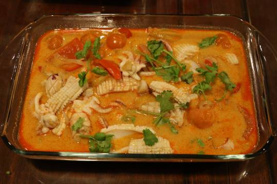#8 thai red curry sotong
