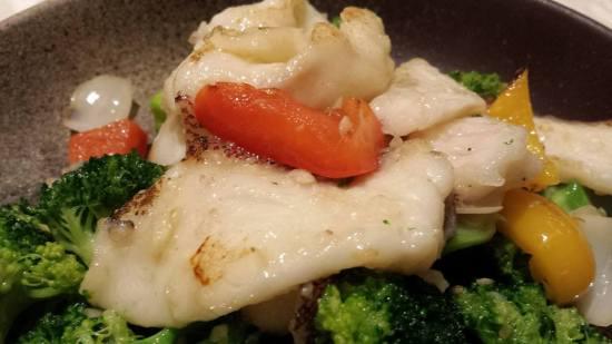 garoupa fillet with brocoli & lily bulbs 百合