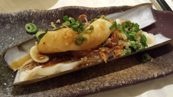 steamed razor clams with tanhoon