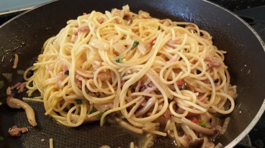 #4.1 wafu (和风) pasta with streaky bacon, shimeji mushrooms & yellow onions - pasta was really good!
