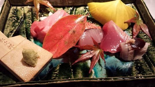 #5 sashimi moriawase = chutoro, sawara (spanish mackerel), kinmedai 金目鯛(golden eye snapper), katsuo (tuna), sanma