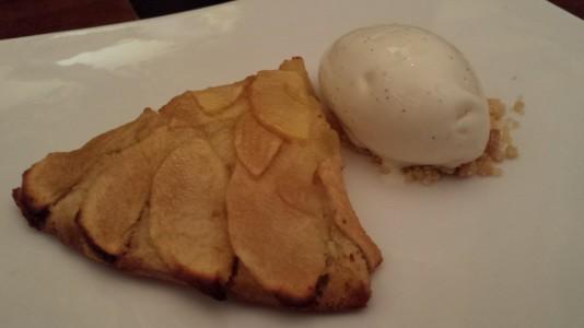 apple tart with ice cream