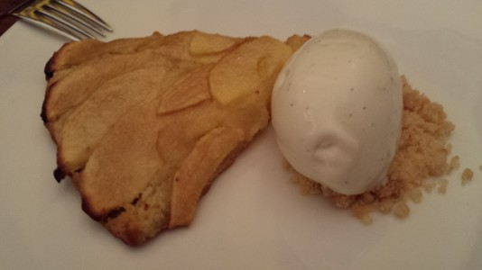 apple tart with ice cream