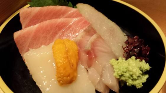 excellent sashimi=chutoro, hotate, kampachi, uni