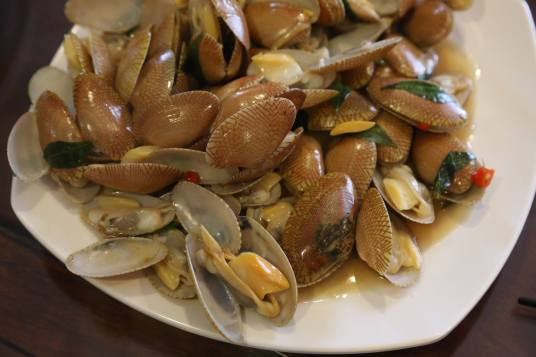 #1 stir-fried manila clams with curry leaves