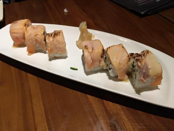 salmon maki - S$16