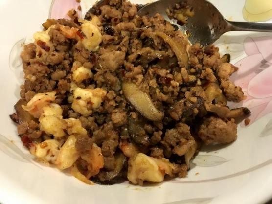 prawns minced pork mushroom sauce & toppings